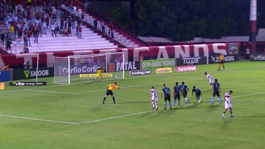 Pênaltis perdidos viram rotina e ligam alerta do Atlético-GO na reta final da Série B