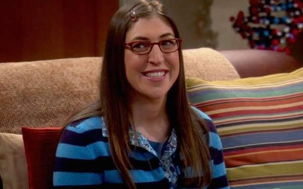 A atriz Mayim Bialik  em cena de The Big Bang Theory (Foto: Reprodução)