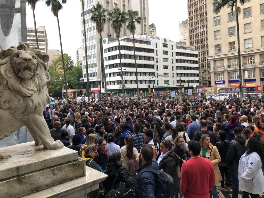 Postos de saúde fecham em Porto Alegre durante a tarde após anúncio do fim do IMESF - Notícias - Plantão Diário
