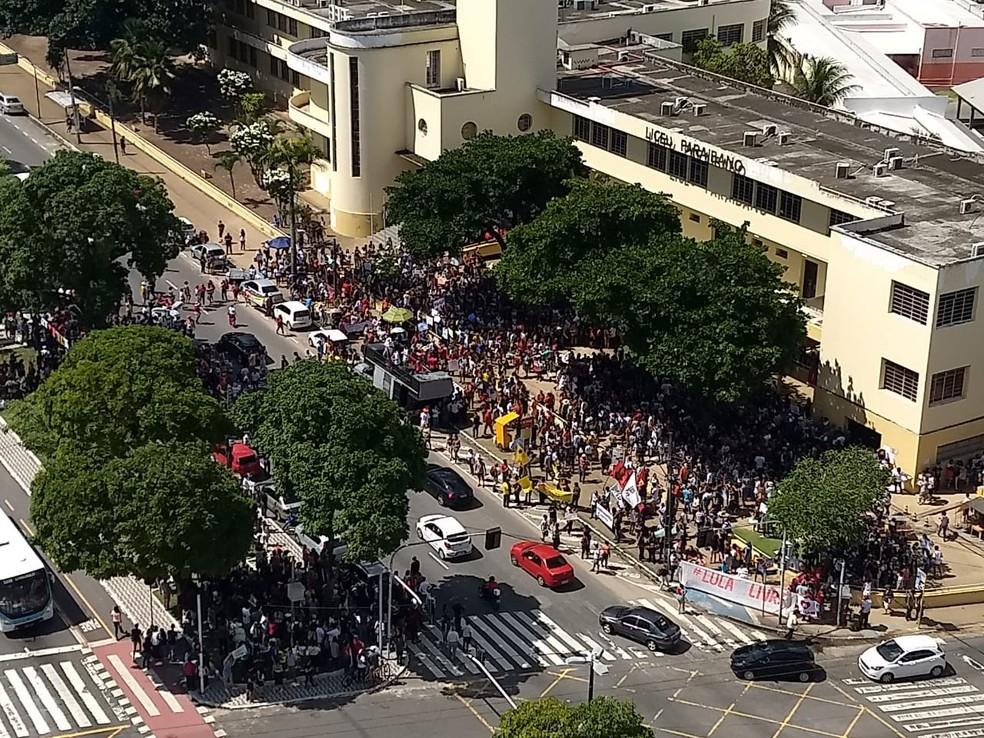 Ato público contra bloqueios em verbas da educação no Lyceu Paraibano, em João Pessoa — Foto: Plínio Almeida/TV Cabo Brando