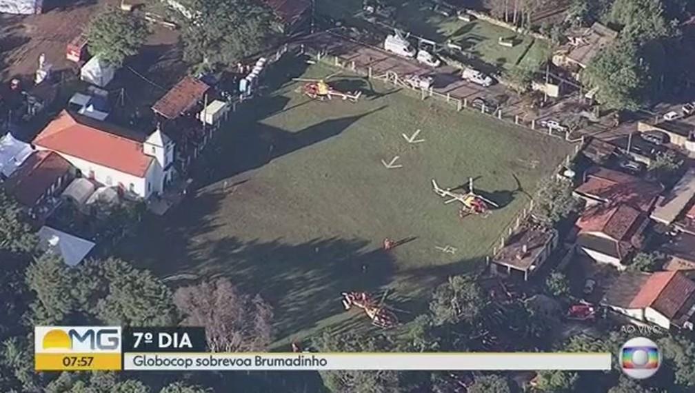 Visão aérea do campinho, sede das equipes de resgate — Foto: Reprodução
