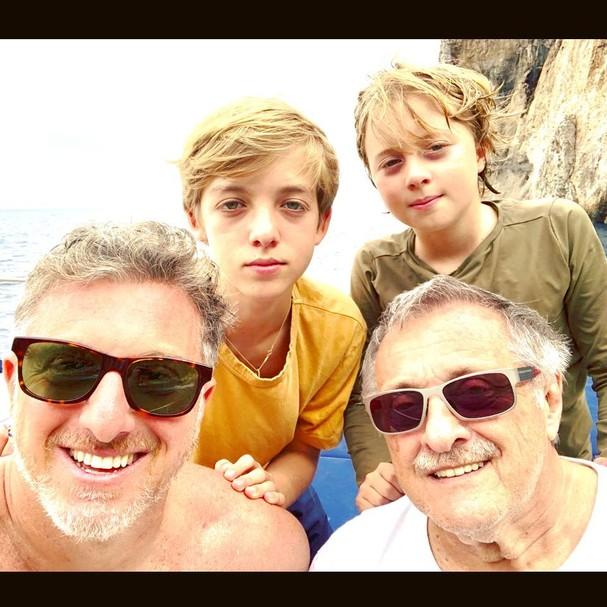 Luciano Huck comemora Dia dos Pais (Foto: Reprodução)