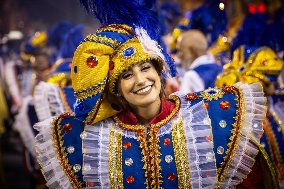 Membro da bateria da Águia de Ouro — Foto: Fabio Tito/G1