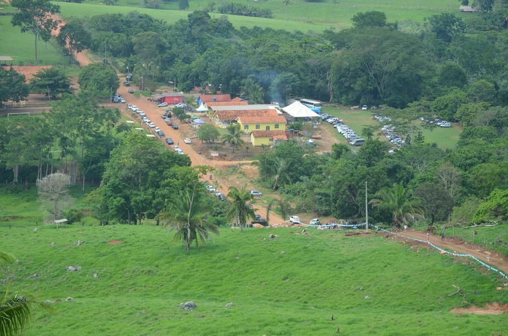 Comunidade Santa Terezinha vista do morro da Linha 10 (Foto: Magda Oliveira/G1)