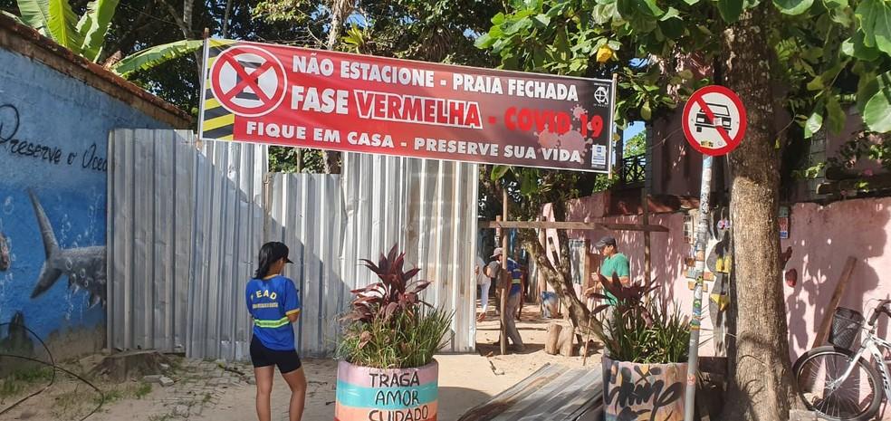 Prefeitura instala tapumes no acesso às praias — Foto: Divulgação