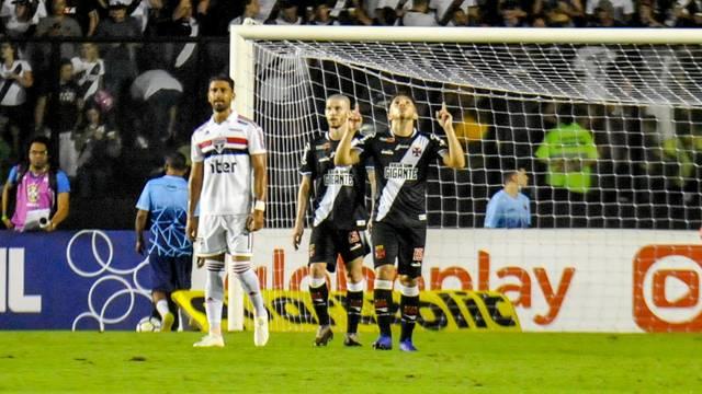 Andrey comemora o gol marcado no primeiro tempo