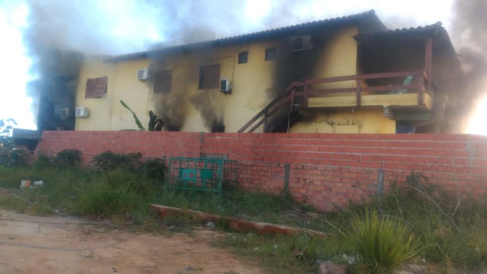 Loja de materiais de construção ficou destruída após incêndio na Penísula de Maraú, baixo sul da Bahia — Foto: Camamu Notícias