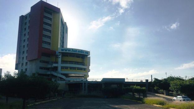 A Universidad de Zulia (LUZ) vive un boom de estudantes estrangeiros interessados em especializações, mestrados e doutorados (Foto: BBC)