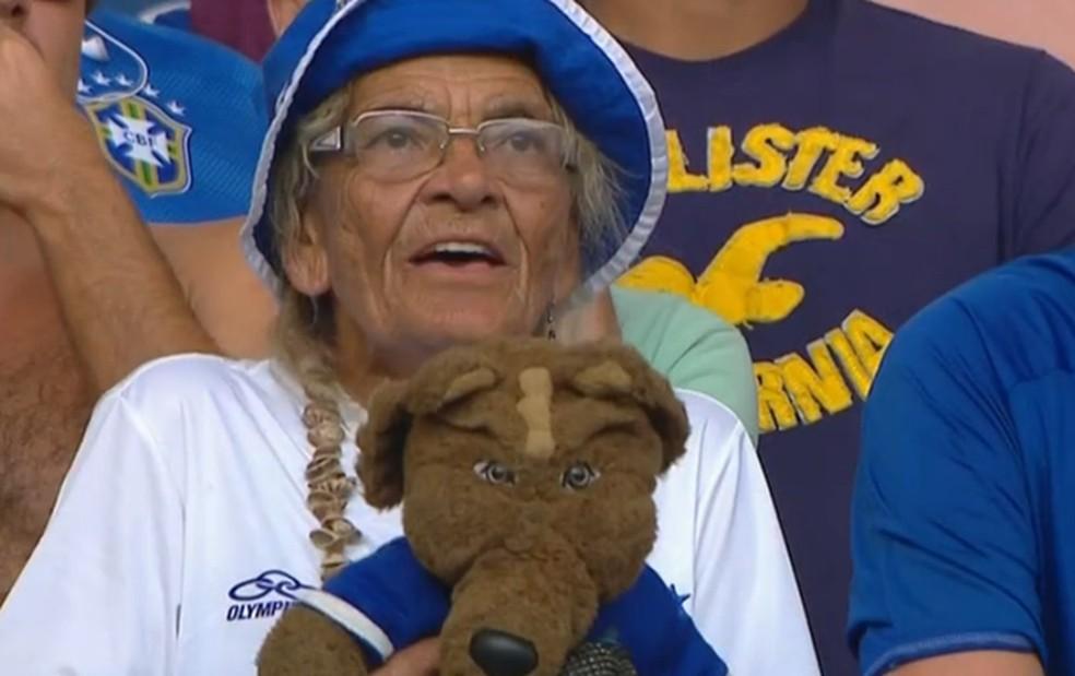 Salomé, torcedora do Cruzeiro, tem 86 anos — Foto: Reprodução/Tv Globo