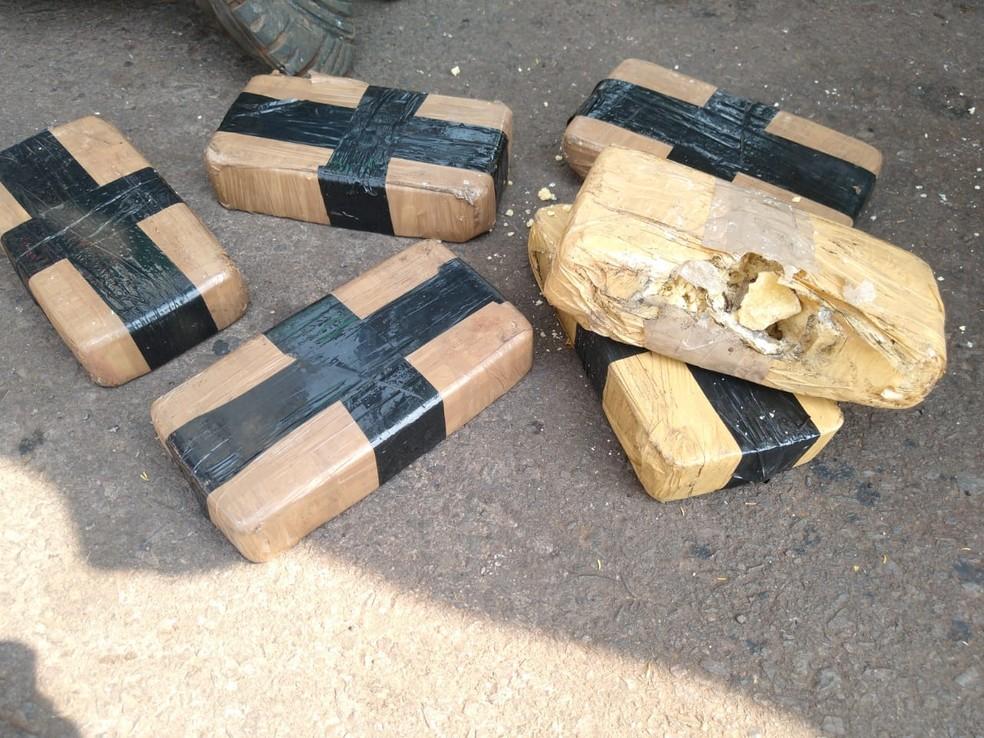 Mais de 200 quilos de cocaína foram apreendidos em Adamantina (SP) — Foto: Polícia Rodoviária