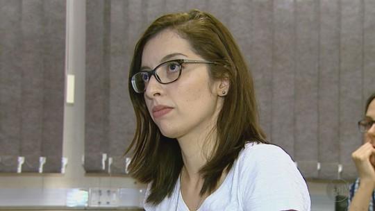 Aluna surda defende 1ª dissertação de mestrado traduzida em Libras na USP em Ribeirão