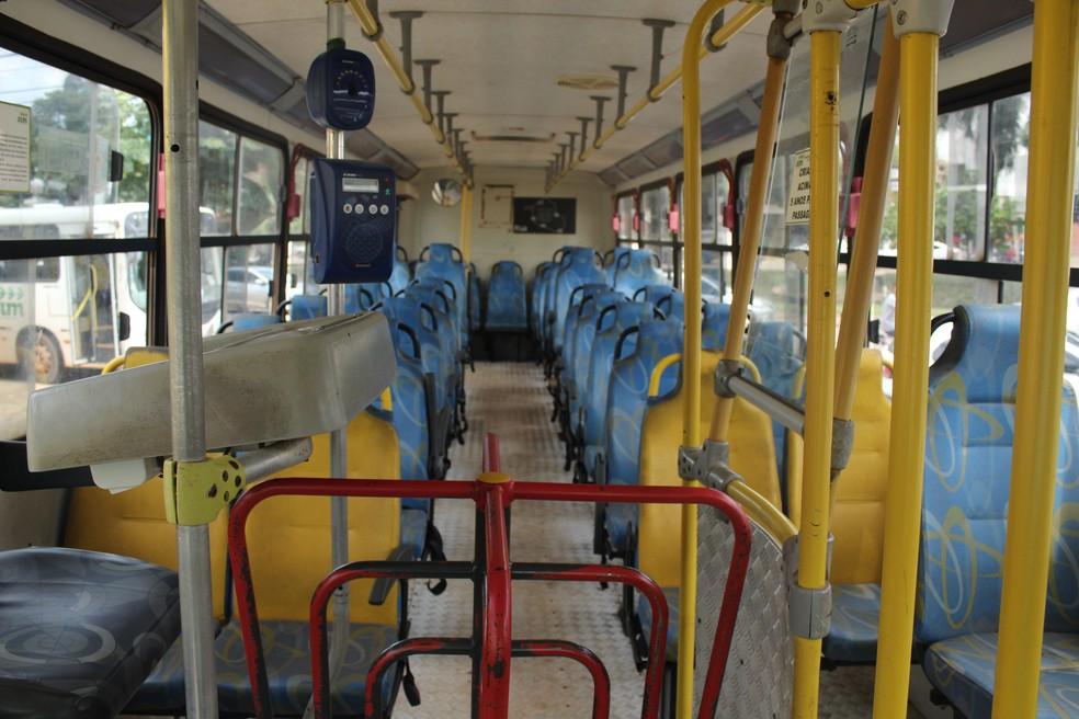 Interior de ônibus durante a terceira greve do transporte coletivo em Porto Velho em 2019.  — Foto: Pedro Bentes/G1