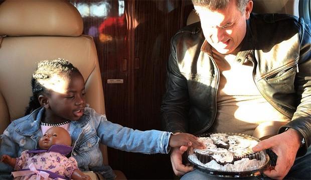 Titi e o avô Roberto Baldacconi, pai de Giovanna Ewbank (Foto: Reprodução/Instagram)