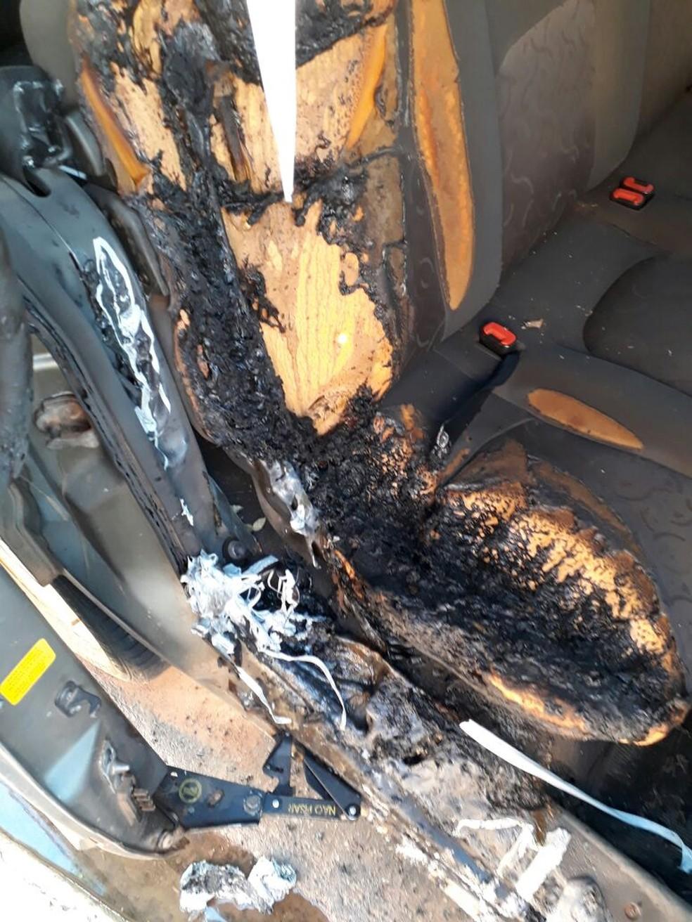 Veículos são incendiados em bairros de Buritama (Foto: Arquivo Pessoal)