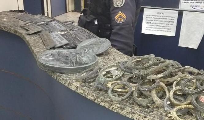 Suspeitos de furtar peças de cemitério são presos em Petrópolis, no RJ  - Notícias - Plantão Diário