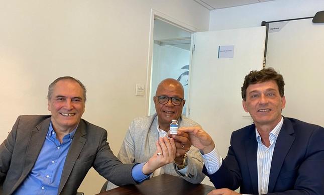 Thales Vital Brazil, neto do cientista que fundou o instituto ao lado do cel.  Pedro Pinheiro, do MS,  e Adilson Stolet, presidente do Vital Brazil