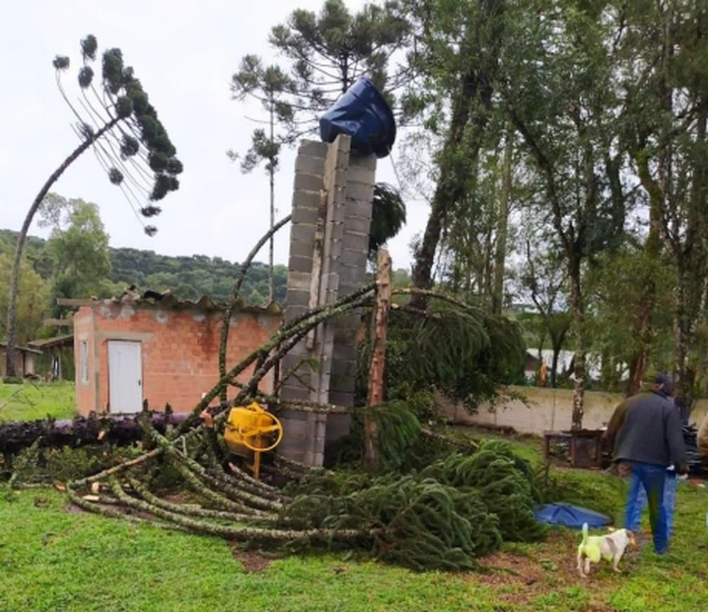 Em Rio Negrinho, casas também foram destelhadas, segundo prefeitura e defesa civil — Foto: Defesa Civil/Divulgação