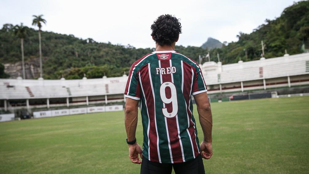 Fred com a camisa do Fluminense nas Laranjeiras — Foto: Lucas Merçon / FFC
