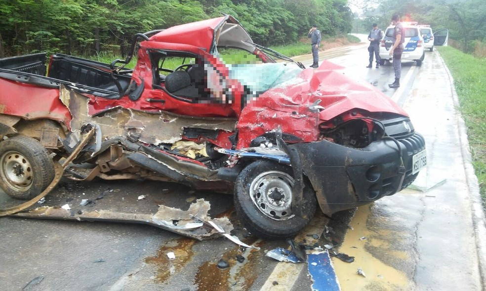 Acidente aconteceu na ES-080 na manhã desta segunda-feira (6) (Foto: VC no ESTV)