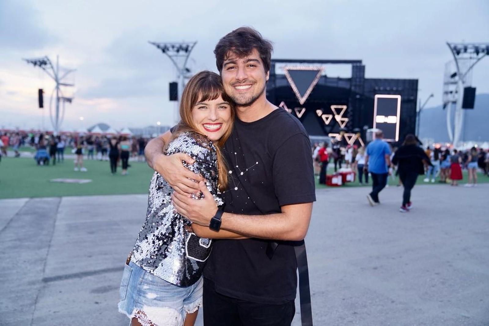 Juliana e Rodrigo vieram da Califórnia para assistir ao show — Foto: Marcos Serra Lima/G1