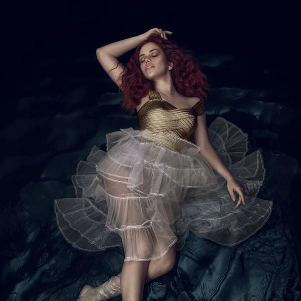 Fabi Bang é Ariel no musical A Pequena Sereia (Foto: Divulgação)