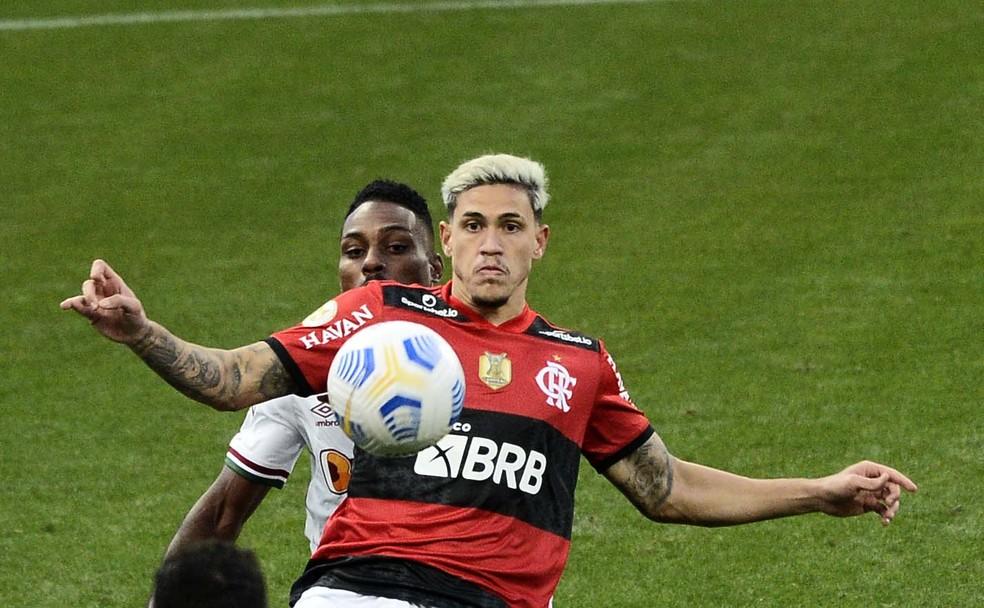 Apesar de sofrer com o Flamengo, Fluminense acordou nos minutos finais e venceu o clássico — Foto: Marcos Ribolli / ge