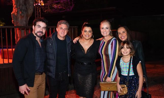 Angelica,Padre Fabio, Luciano Huck, Preta Gil e amigos