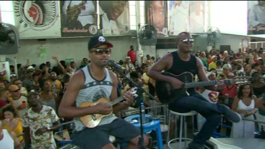 Bloco Cacique de Ramos comemora 58 anos com feijoada e samba na Zona Norte do Rio