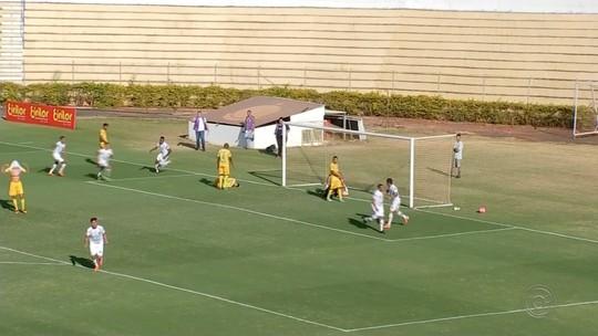 Mirassol perde pênalti, faz gol contra na sequência, mas consegue empate com Comercial