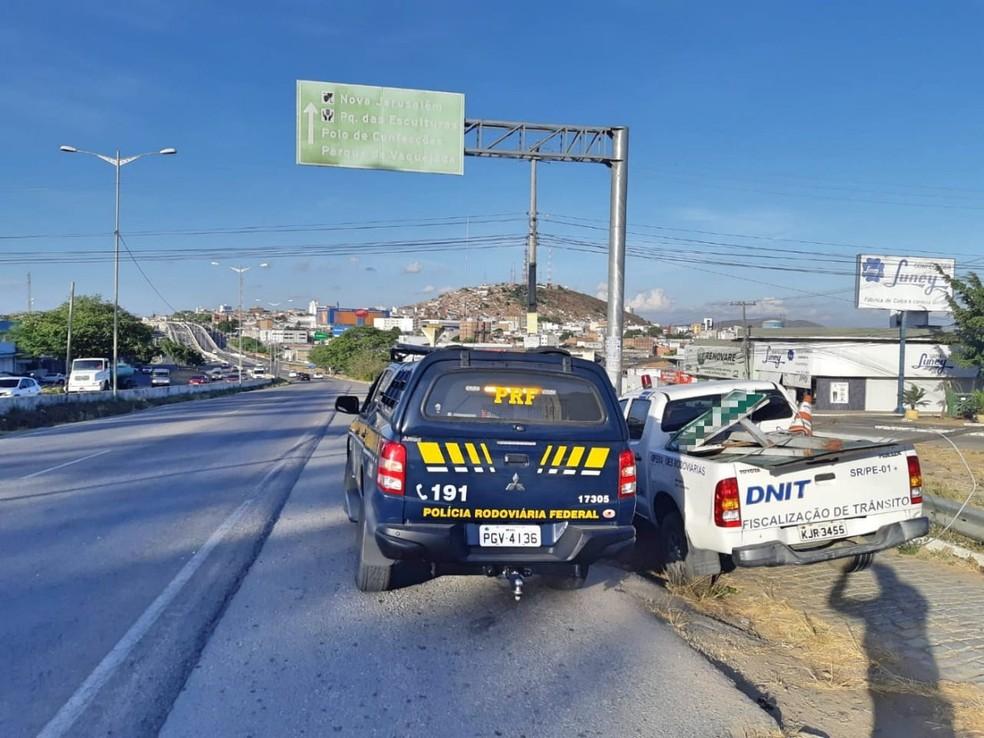 Fiscalização realizada na BR-104 — Foto: Polícia Rodoviária Federal/Divulgação