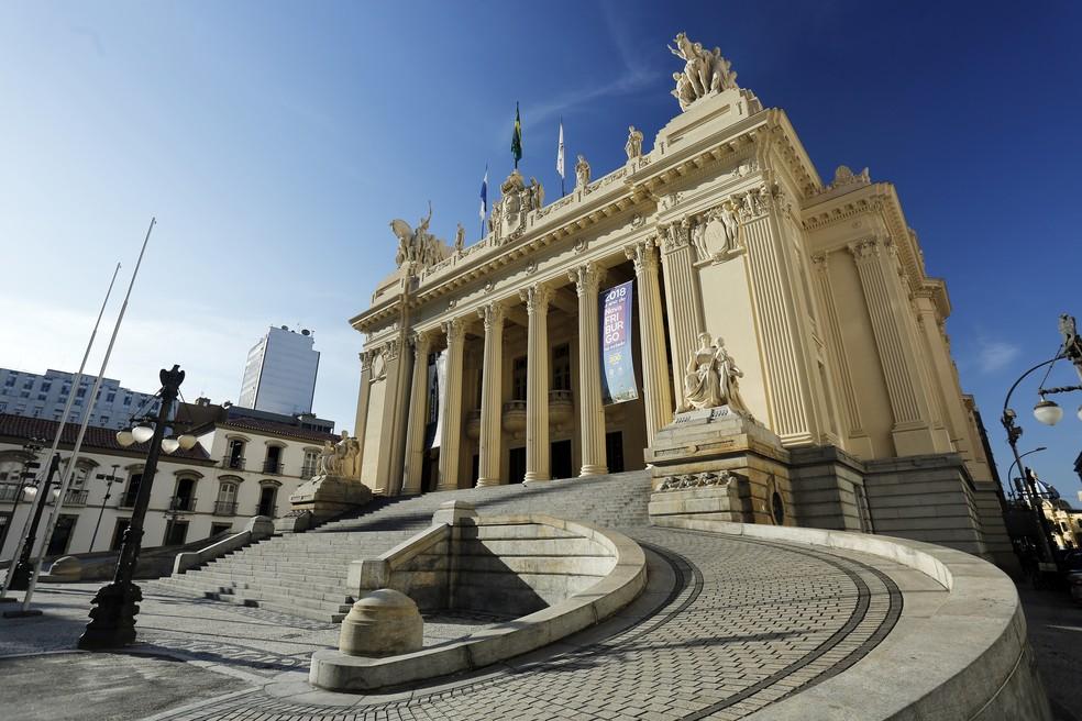 Conselho de Ética da Alerj não tem quórum e adia escolha de relator do  pedido de cassação de 10 deputados | Rio de Janeiro | G1