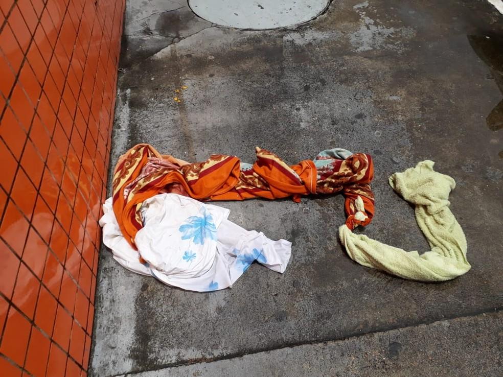 Lençóis utilizados pelo detento para confecção de corda  — Foto: Reprodução/Internet
