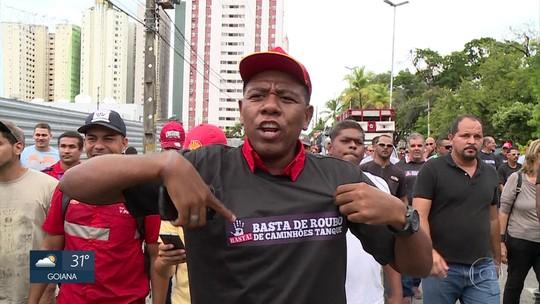 Trabalhadores do setor de combustíveis pedem segurança em postos durante protesto no Recife