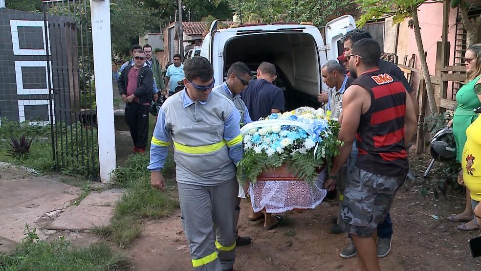 O prestador de serviços da Cemar João Victor Melo, de 26 anos, foi velado nessa quarta-feira (16) em São Luís. — Foto: Reprodução/TV Mirante