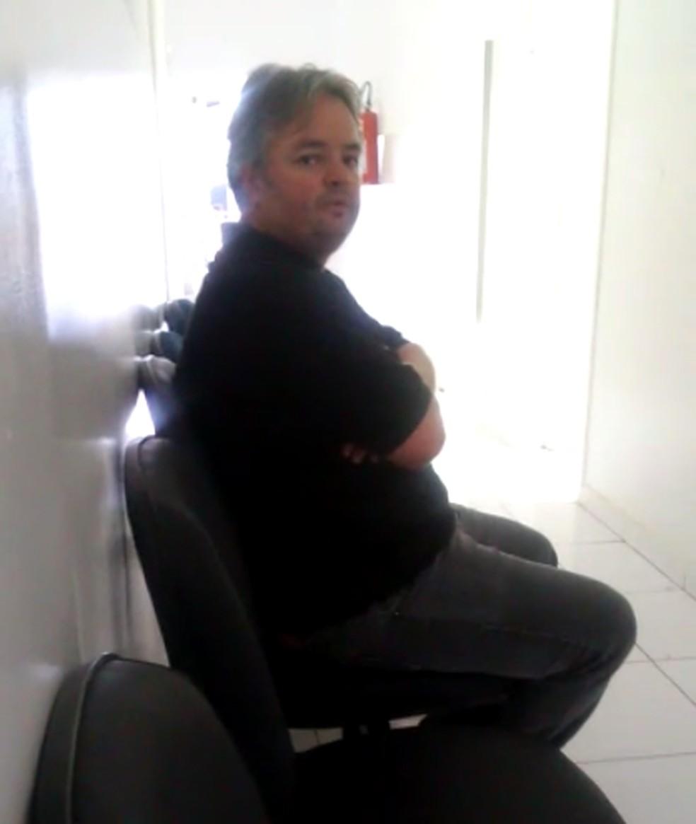 Moyses Woberto Tosin Júnior ao ser preso em Palmas — Foto: Ana Paula Rehbein/TV Anhanguera