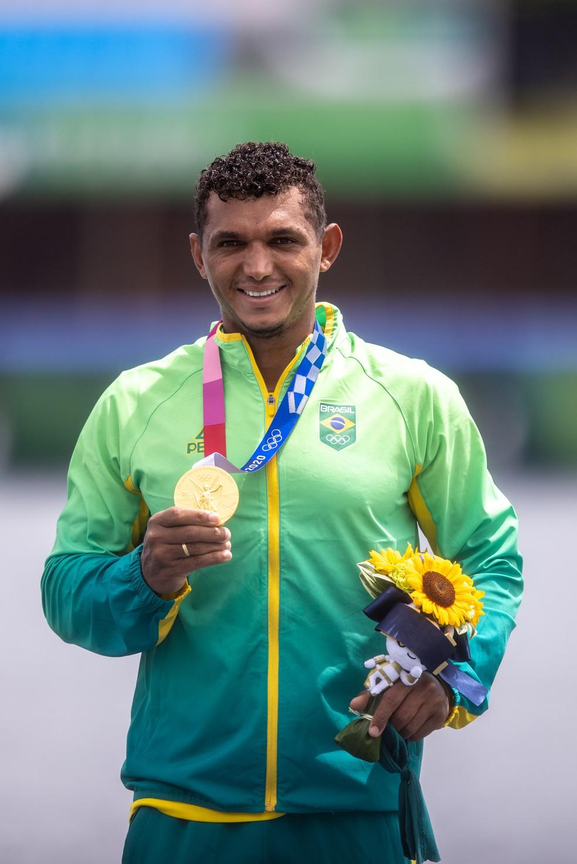 Isaquias Queiroz medalha de ouro no C1 1000m — Foto: Miriam Jeske/COB