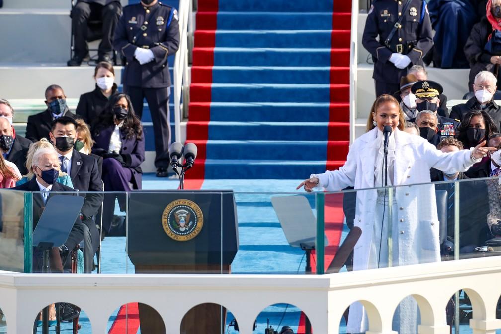 Jennifer Lopez se apresenta durante a posse de Joe Biden como 46º Presidente dos Estados Unidos na Frente Oeste do Capitólio dos EUA, em Washington, nesta quarta-feira (20)   — Foto: Rob Carr/Getty Images North America/Getty Images via AFP