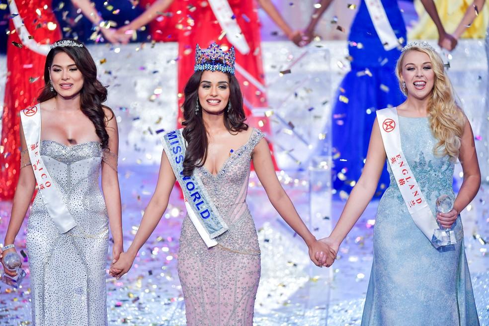 Manushi Chhillar e as representantes da Inglaterra e do México: as três foram finalistas do concurso Miss Mundo (Foto: CNS/Luo Yunfei via Reuters)