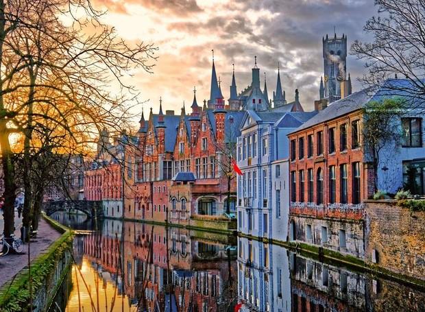 A arquitetura medieval dá o charme à cidade de Bruges (Foto: Getty Images/ Reprodução)
