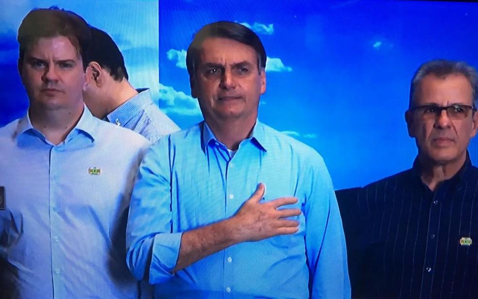 Bolsonaro participa de cerimônia nesta segunda-feira (5) para inauguração da primeira etapa de usina solar flutuante no reservatório de Sobradinho, na Bahia — Foto: Rede Bahia/Reprodução