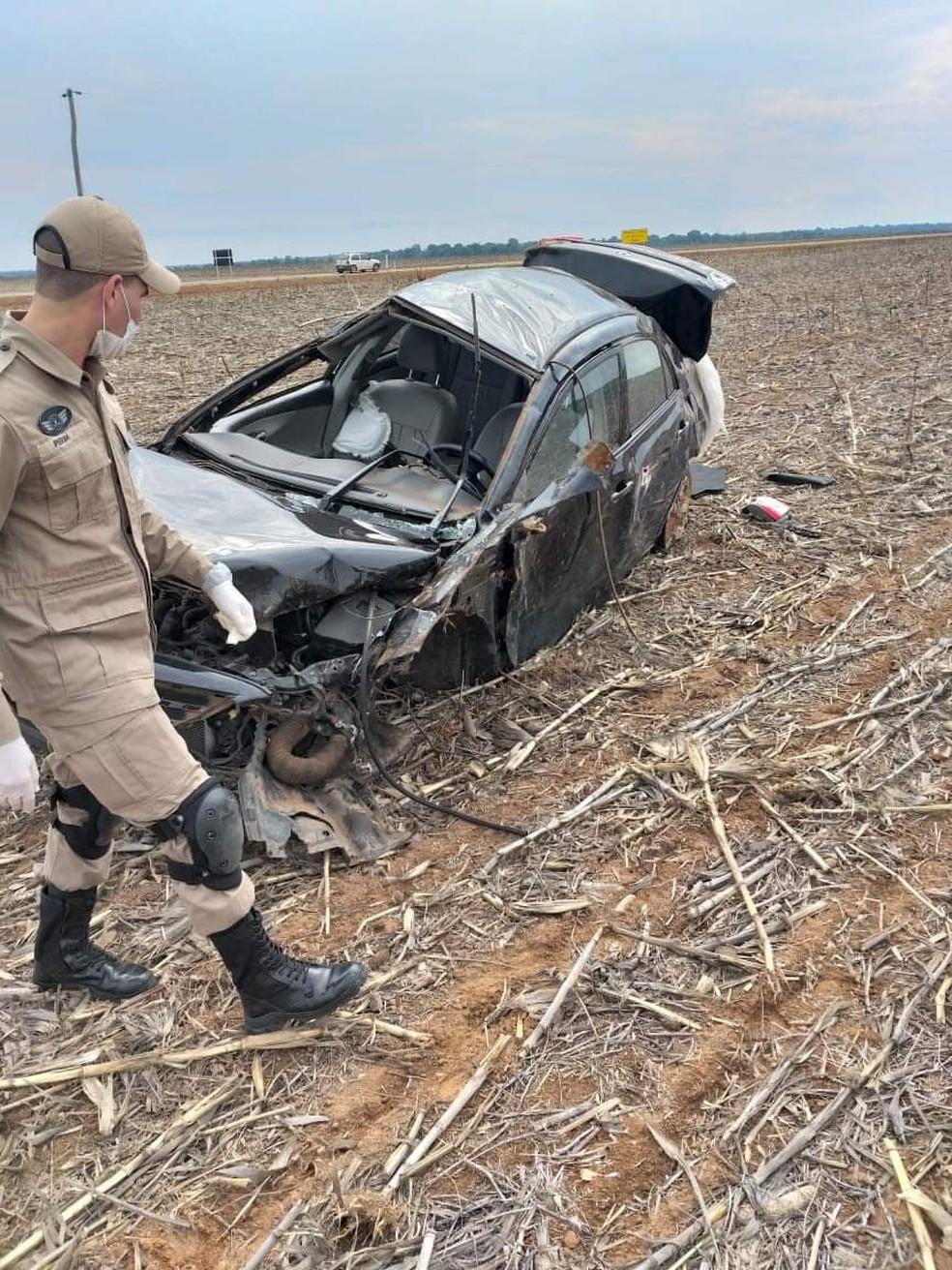 Bombeiros foram ao local do acidente — Foto: Divulgação