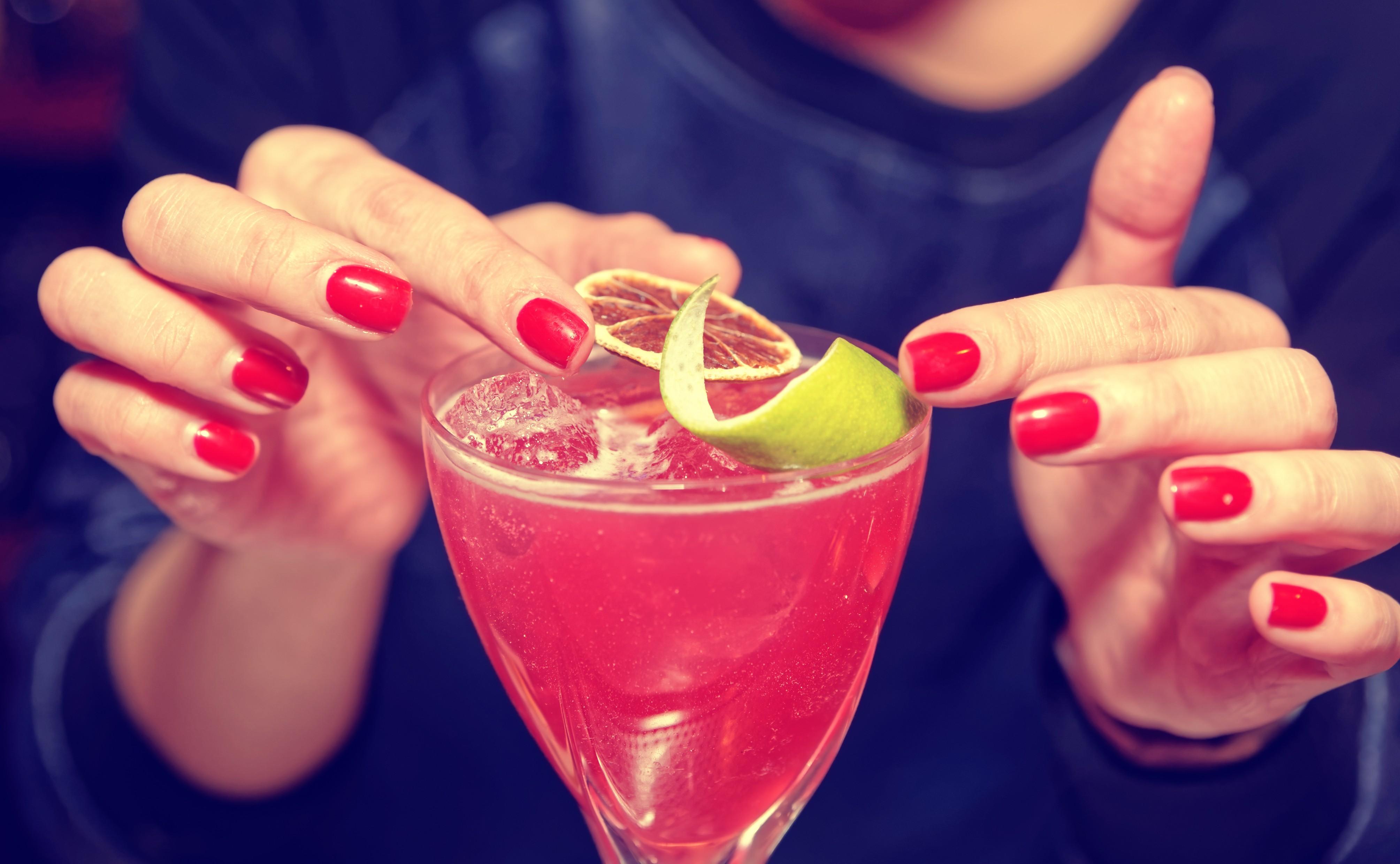 O primeiro passo para fazer um drink é saber quais frutas são naturais da época do ano em que estamos (Foto: Thinkstock)