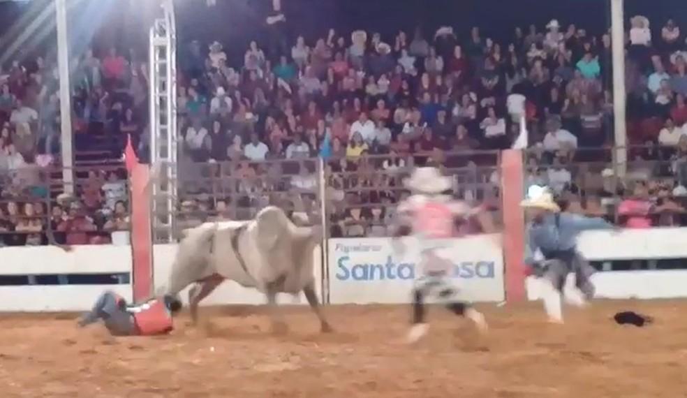 Vítima foi pisoteada pelo touro durante rodeio em Guaimbê  — Foto: Arquivo pessoal