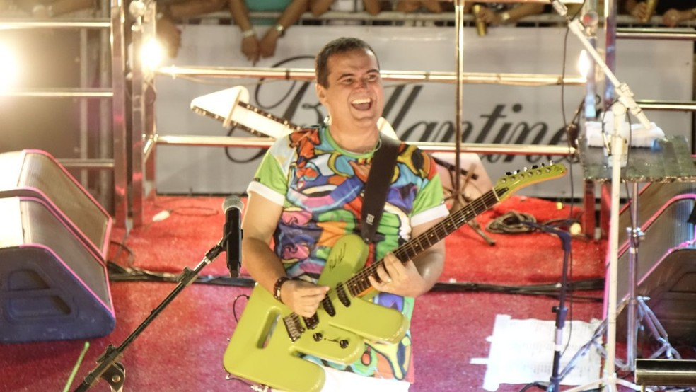 Ricardo Chaves no bloco Bicho neste domingo (10) de Carnatal (Foto: Felipe Souto )
