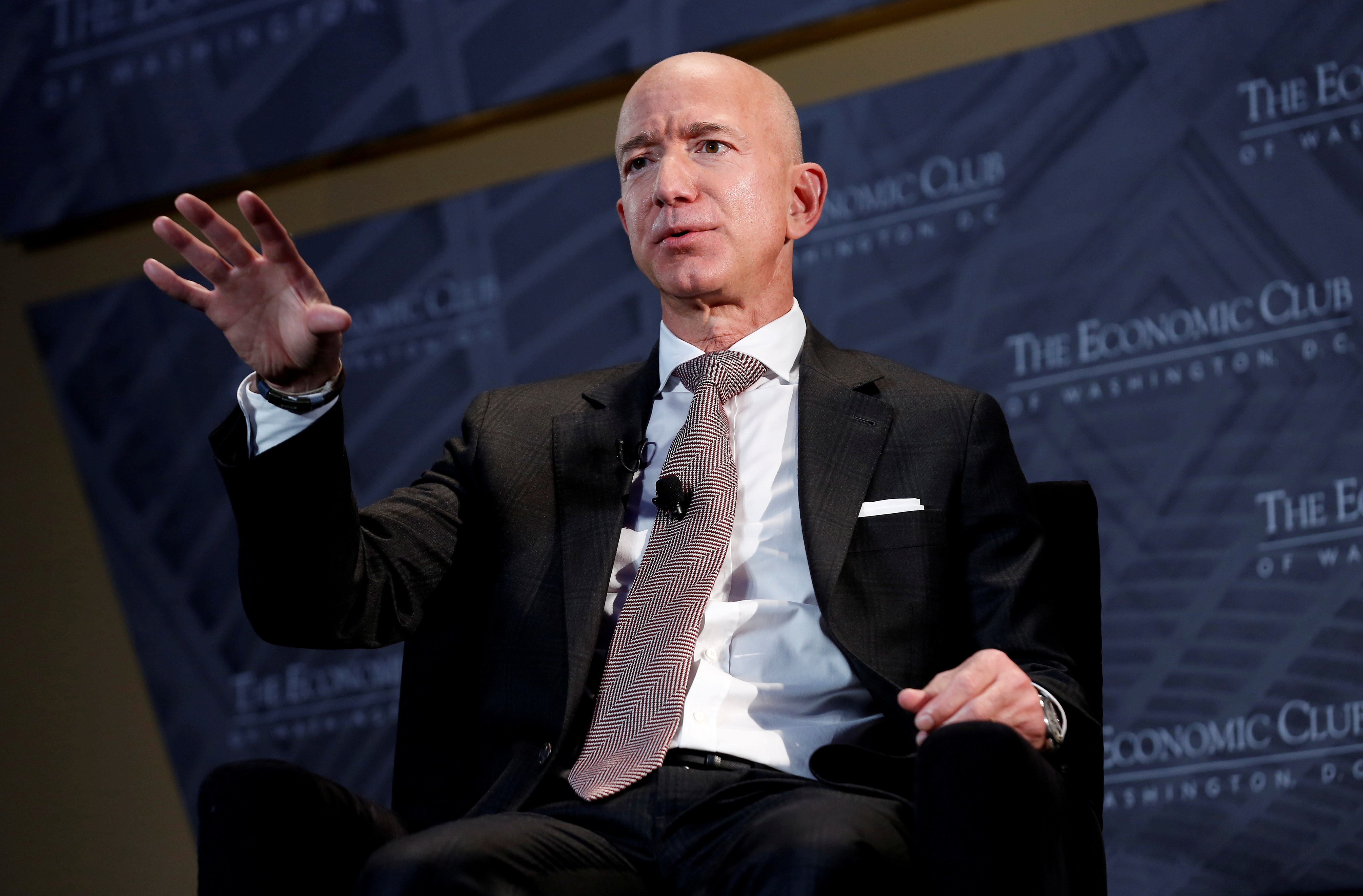 Em última carta para acionistas, Jeff Bezos diz que Amazon precisa tratar melhor seus funcionários