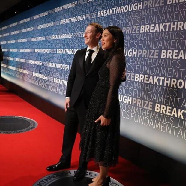 Zuckerberg e sua mulher, Priscilla Chan, em um evento da Nasa, a agência espacial americana (Foto: Mark Zuckerberg/Facebook via BBC)
