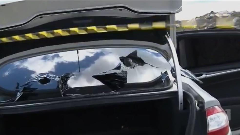 Ladrões que tentaram roubar carros-fortes na BR-376 utilizaram carro blindado (Foto: Reprodução/RPC)