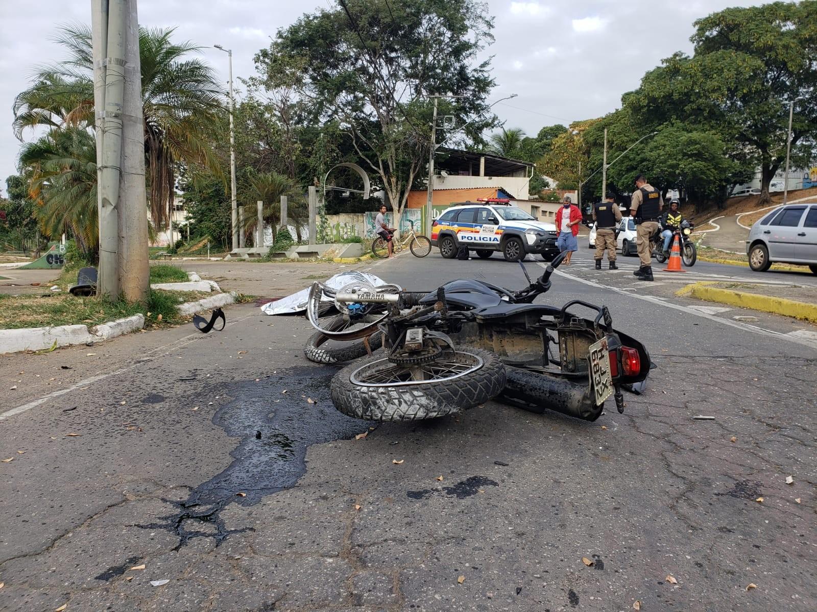Motociclista morre após bater em poste no dia em que fazia aniversário de 25 anos