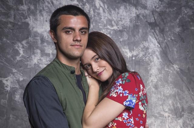 Felipe Simas e Juliana Paiva interpretam Téo e Luna em 'Salve-se quem puder' (Foto: Divulgação)
