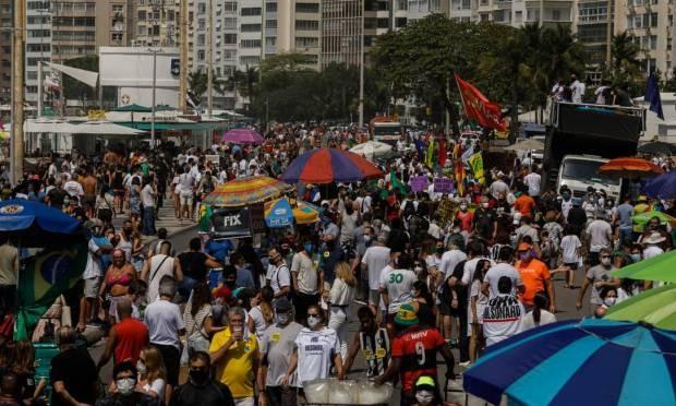 Manifestantes se reuniram na Avenida Atlântica, na altura do posto 5, em Copacabana